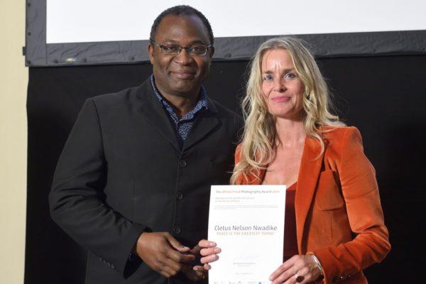 Preisträger Cletus Nelson Nwadike und Juymitglied, © Parlamentsdirektion / Johannes Zinner