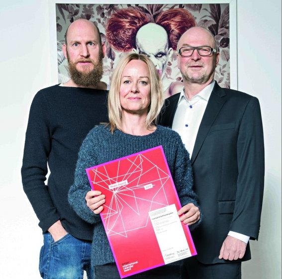 Freuen sich über den Gregor International Photo Calendar Award 2017: v. li. die Fotografen Frank Bayh und Steff Rosenberger-Ochs sowie Medienunternehmer Heinz Wurzel.